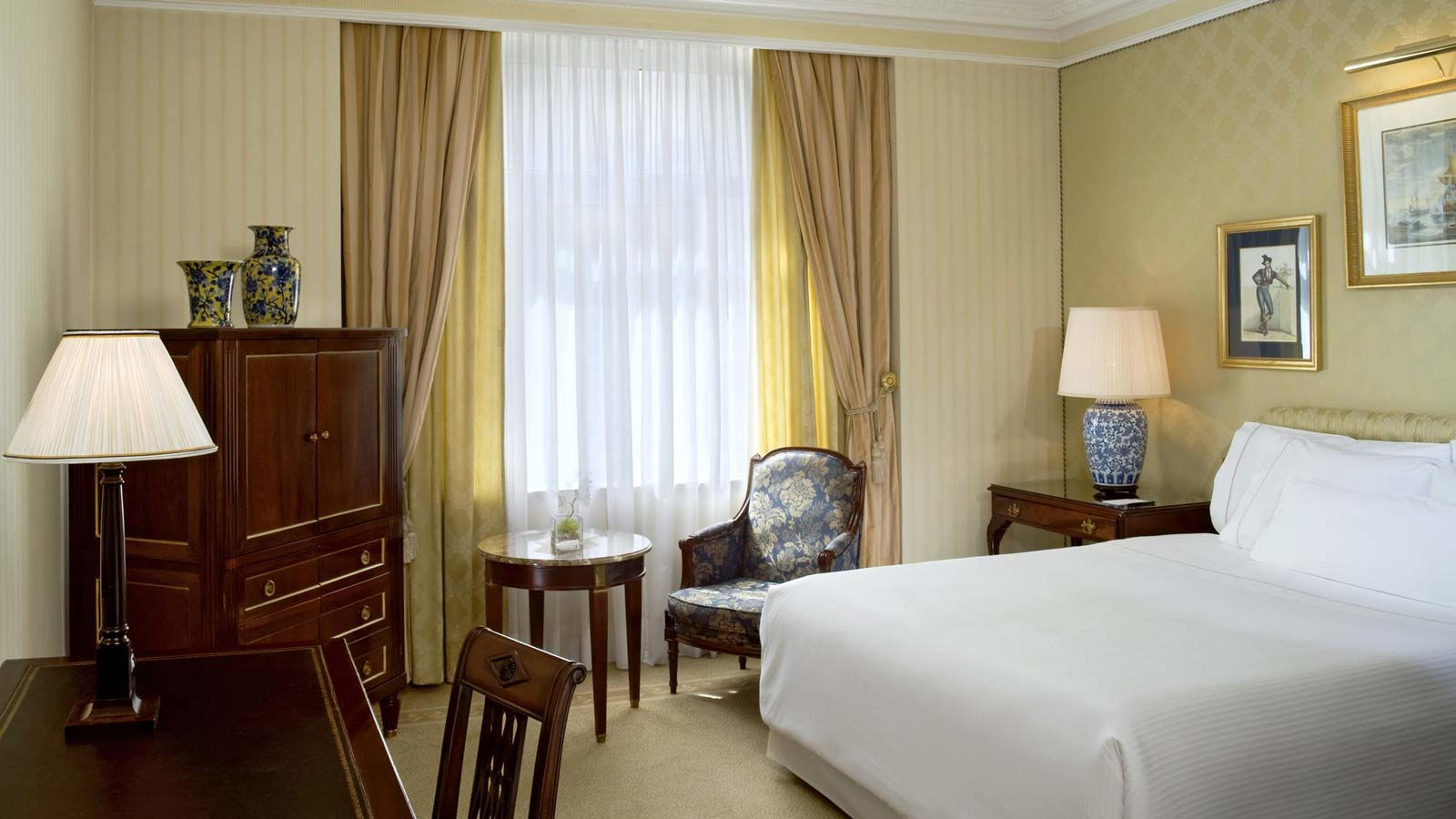 Hotel the westin palace madrid habitaciones y suites de for Descripcion habitacion hotel
